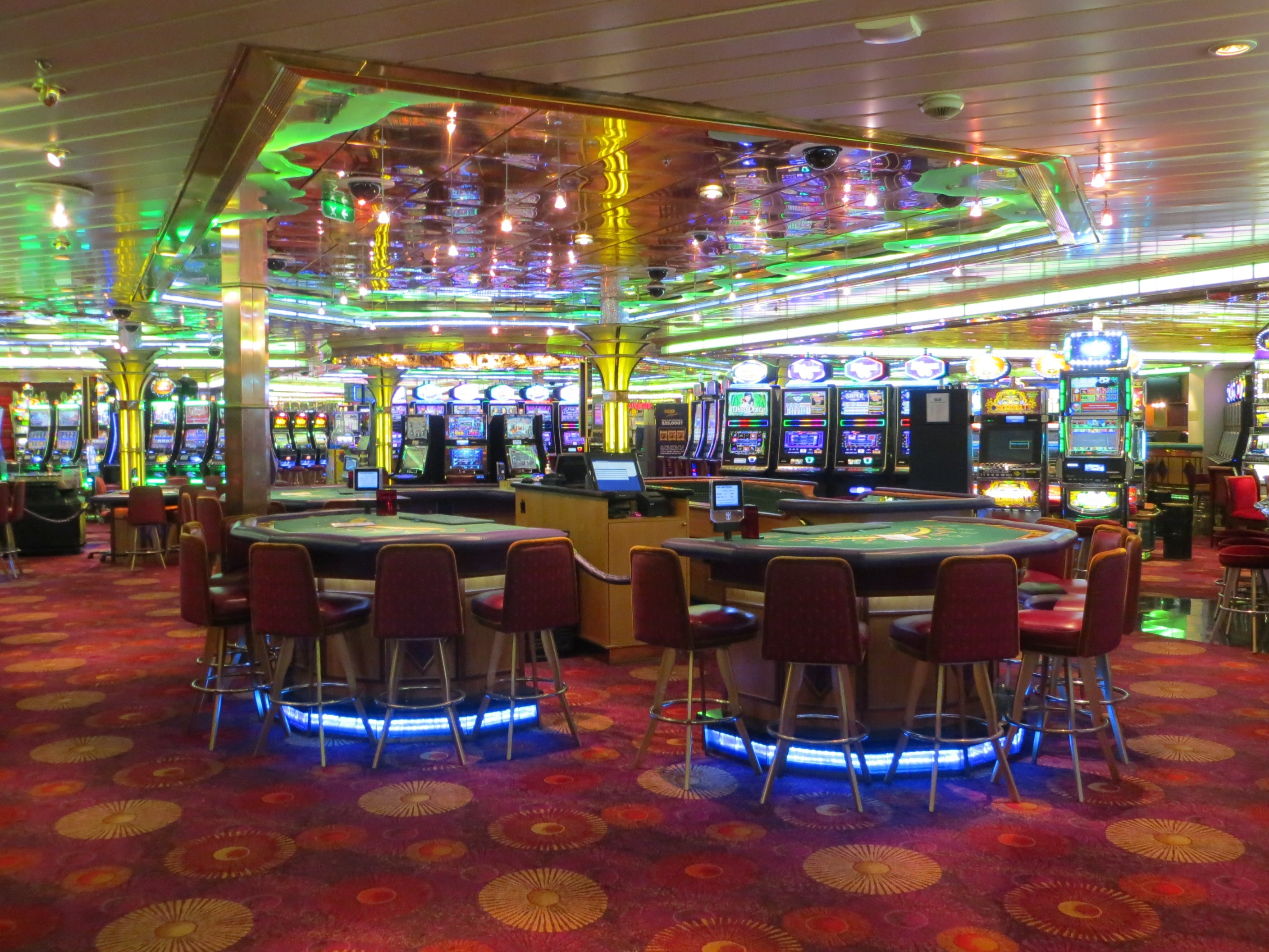 10 Major Ways Cruise Casinos Are Different From Traditional Casinos |  Cruzely.com